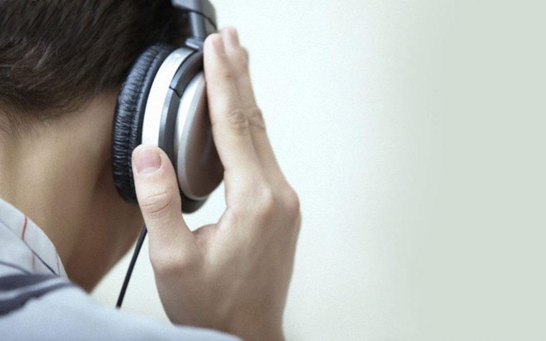 Uso frecuente de auriculares puede provocar daños irreversibles